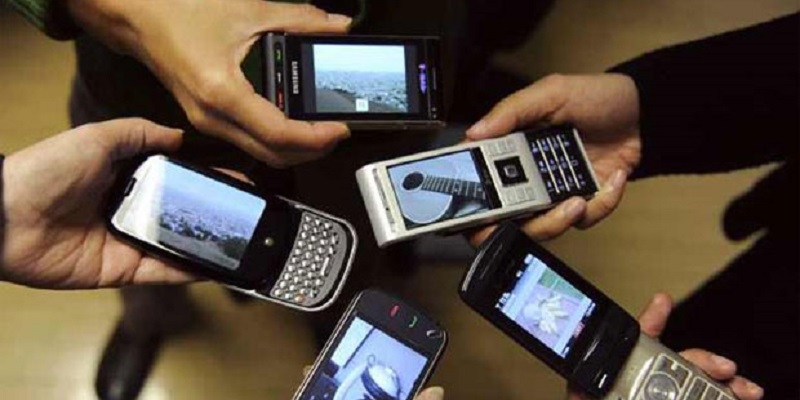 Benefits and drawbacks of cell phones
